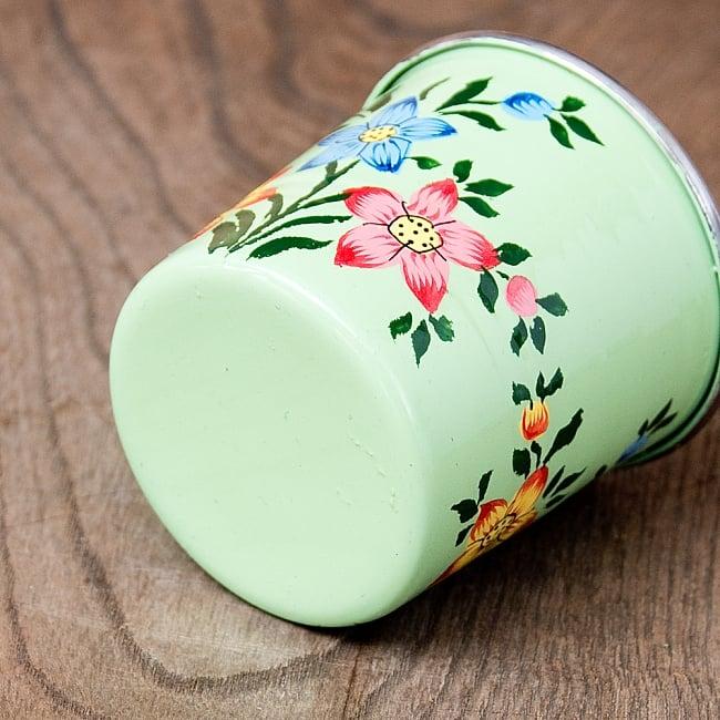どこか懐かしいレトロテイスト 手描きカシミールペイントのミニマグカップ[直径:6cm x 高さ:5.9cm ] - 小花模様 5 - 底面の写真です