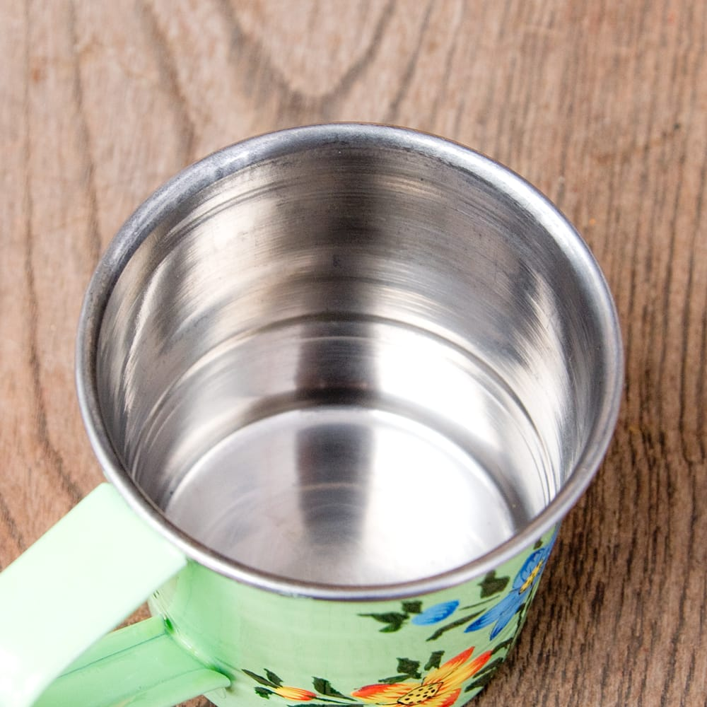 どこか懐かしいレトロテイスト 手描きカシミールペイントのミニマグカップ[直径:6cm x 高さ:5.9cm ] - 小花模様 7 - 中はステンレスのままなので、安心してご使用いただけます。
