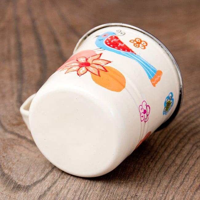 どこか懐かしいレトロテイスト 手描きカシミールペイントのミニマグカップ[直径:6cm x 高さ:5.9cm ] - 小鳥模様 5 - 底面の写真です