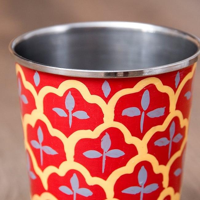 どこか懐かしいレトロテイスト 手描きカシミールペイントのチャイカップ[直径:6.4cm x 高さ:7.5cm ] - 伝統模様 6 - 手描きのぬくもりがあります