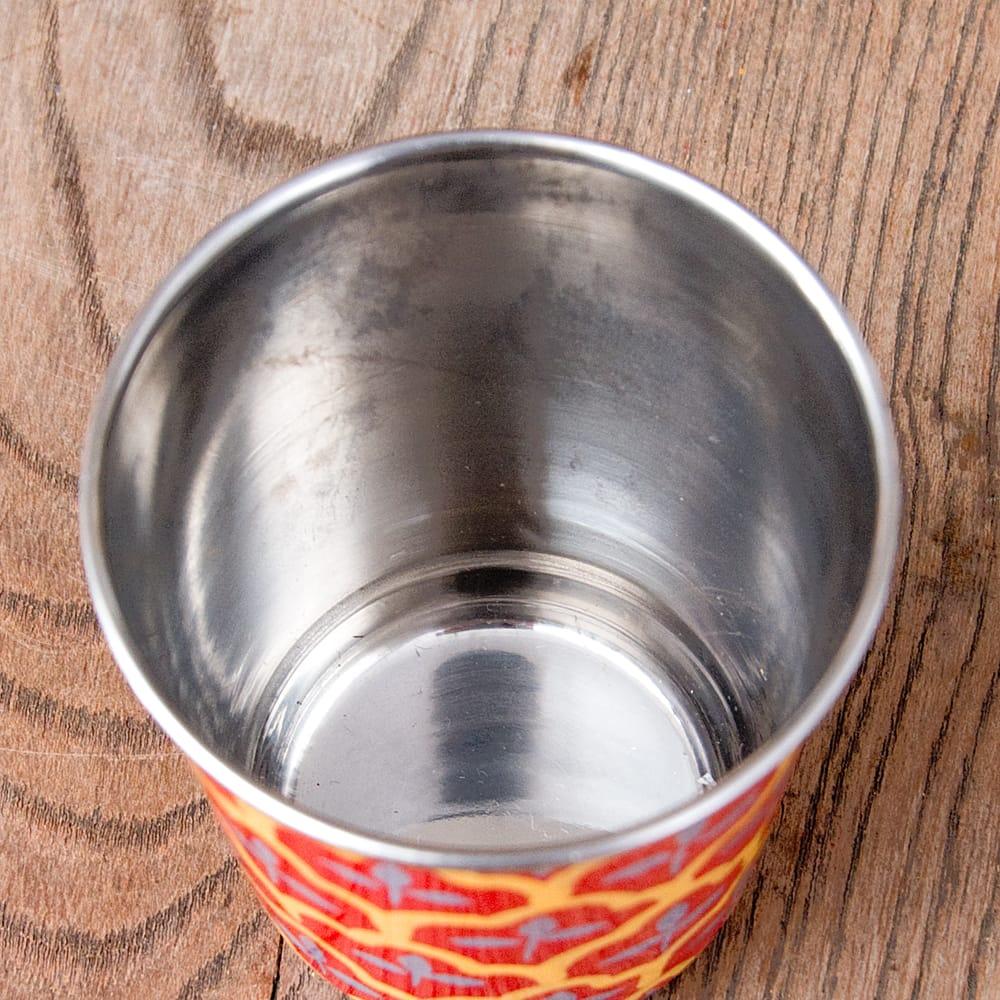 どこか懐かしいレトロテイスト 手描きカシミールペイントのチャイカップ[直径:6.4cm x 高さ:7.5cm ] - 伝統模様 7 - 中はステンレスのままなので、安心してご使用いただけます。