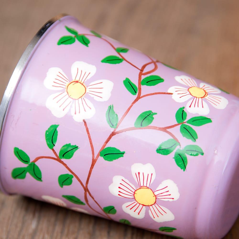 どこか懐かしいレトロテイスト 手描きカシミールペイントのチャイカップ[直径:6.4cm x 高さ:7.5cm ] - 更紗模様 4 - 丁寧にペイントされています