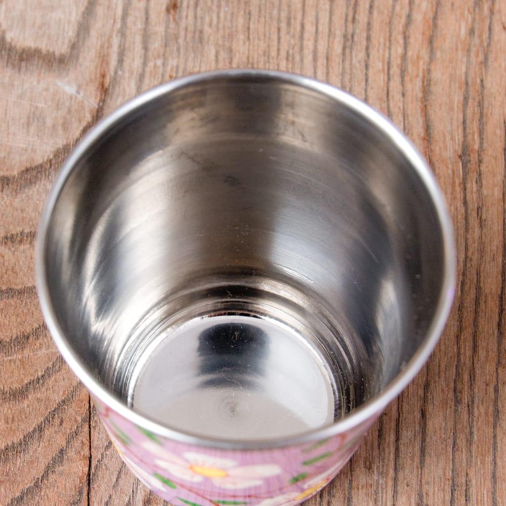どこか懐かしいレトロテイスト 手描きカシミールペイントのチャイカップ[直径:6.4cm x 高さ:7.5cm ] - 更紗模様 7 - 中はステンレスのままなので、安心してご使用いただけます。