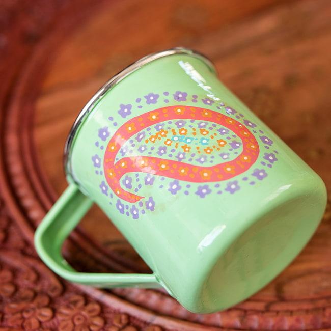どこか懐かしいレトロテイスト 手描きカシミールペイントのマグカップ[直径:8cm x 高さ:7.6cm ] - グリーンペイズリー 3 - 拡大写真です
