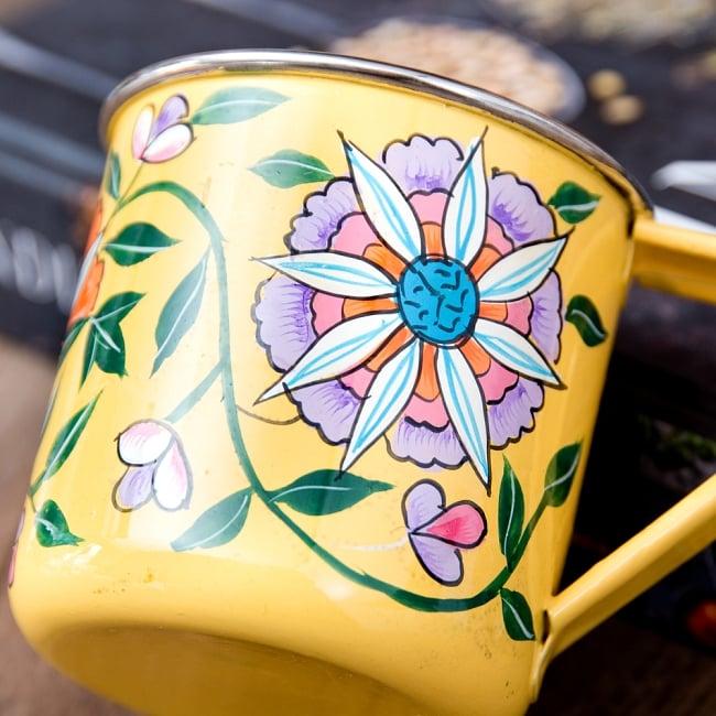 どこか懐かしいレトロテイスト 手描きカシミールペイントのマグカップ[直径:8cm x 高さ:7.6cm ] - 更紗模様 3 - 拡大写真です