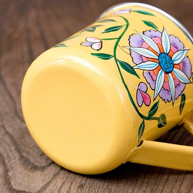 どこか懐かしいレトロテイスト 手描きカシミールペイントのマグカップ[直径:8cm x 高さ:7.6cm ] - 更紗模様 5 - 底面の写真です