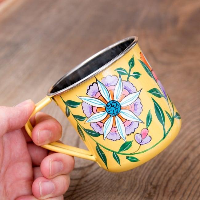 どこか懐かしいレトロテイスト 手描きカシミールペイントのマグカップ[直径:8cm x 高さ:7.6cm ] - 更紗模様 8 - このくらいのサイズ感になります