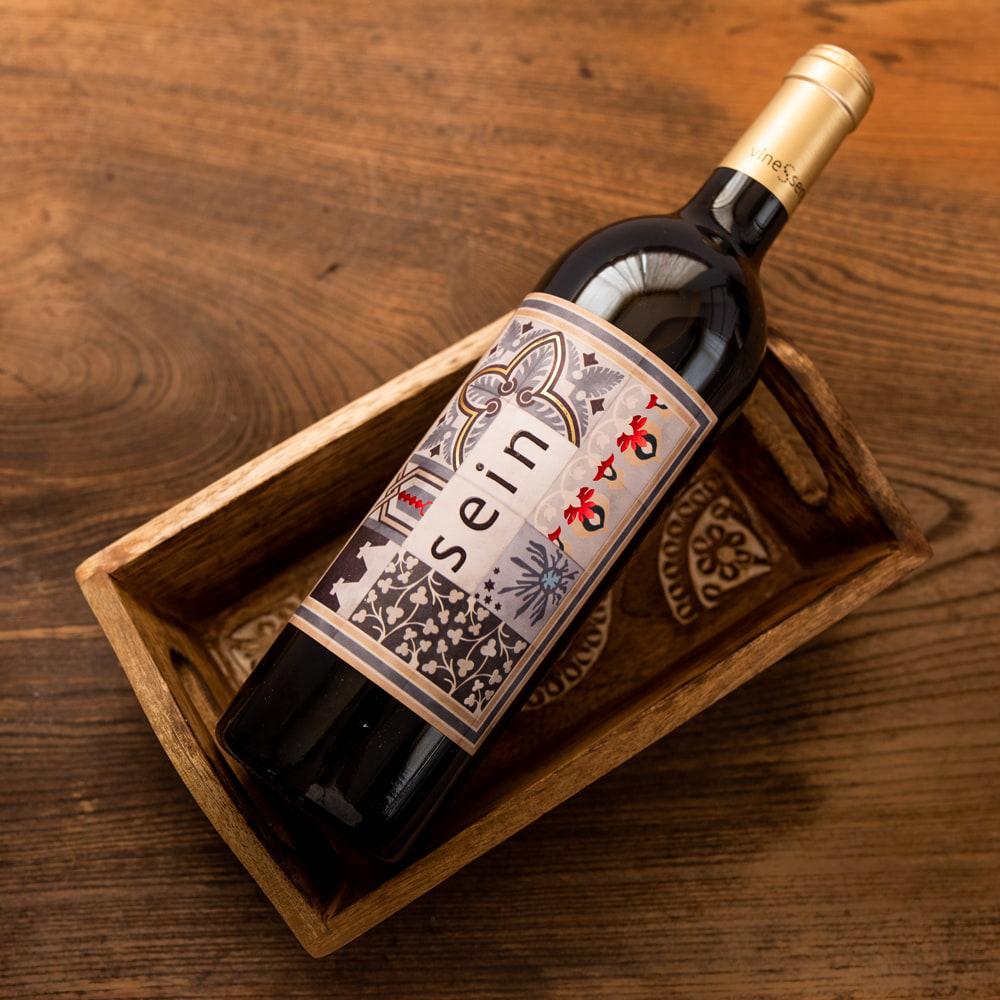 手彫りのマンゴーウッドトレー Sサイズ 【25cm×15cm】 7 - 底面は平らなので安定感があります。