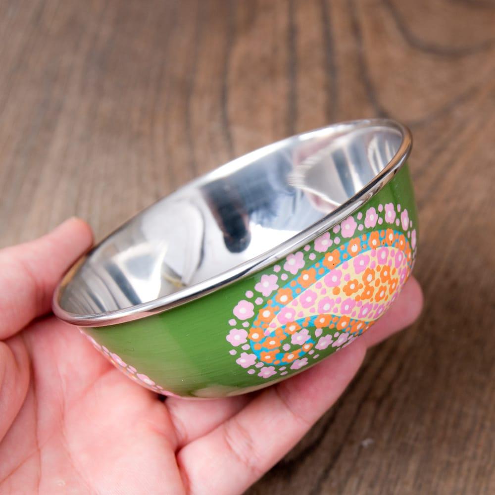 手描きカシミールペイントのカトリ・カレー小皿[直径:10cm x 高さ:3.5cm ] - グリーンペイズリー 7 - このくらいのサイズ感になります