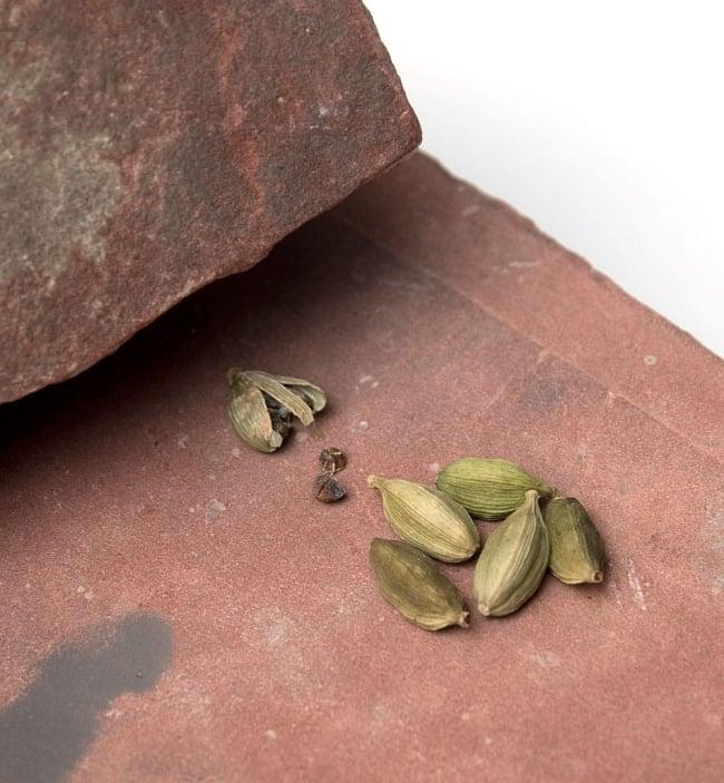 インド伝統の石製マサラ潰し 10 - 簡単にスパイスを潰せます。