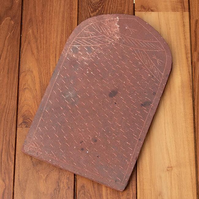 インド伝統の石製マサラ潰し 11 - 色や形は結構マチマチです