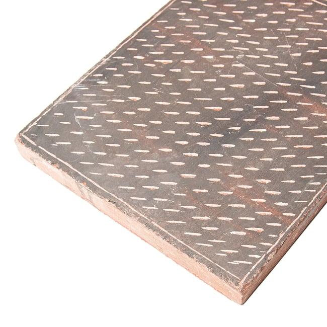 インド伝統の石製マサラ潰し 7 - 厚さは3cm強あります。