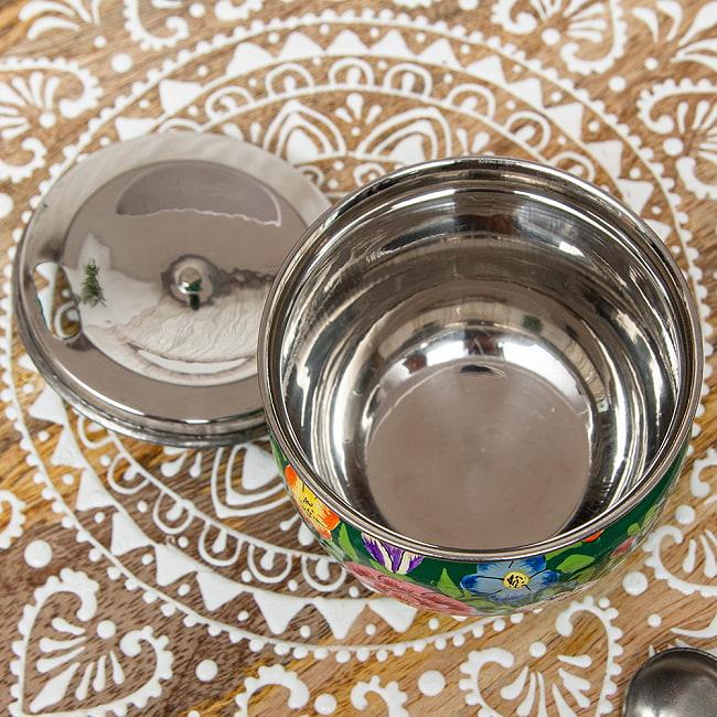 手描きカシミールペイントの壺型卓上シュガーポット ギーポット〔約8.5cm〕 - 更紗グリーン系 4 - ペイントの拡大写真です
