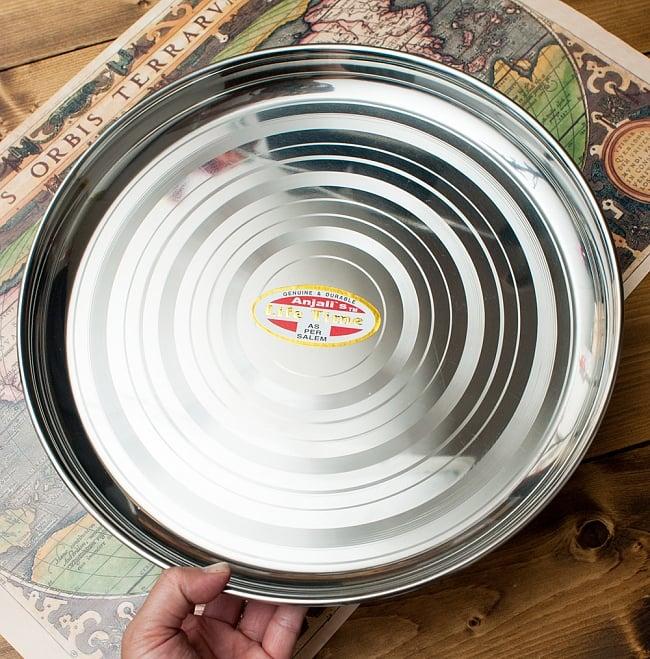 カレー大皿 [約32.5cm]-重ね収納ができるタイプ 5 - サイズ比較のために、手と一緒に撮影しました