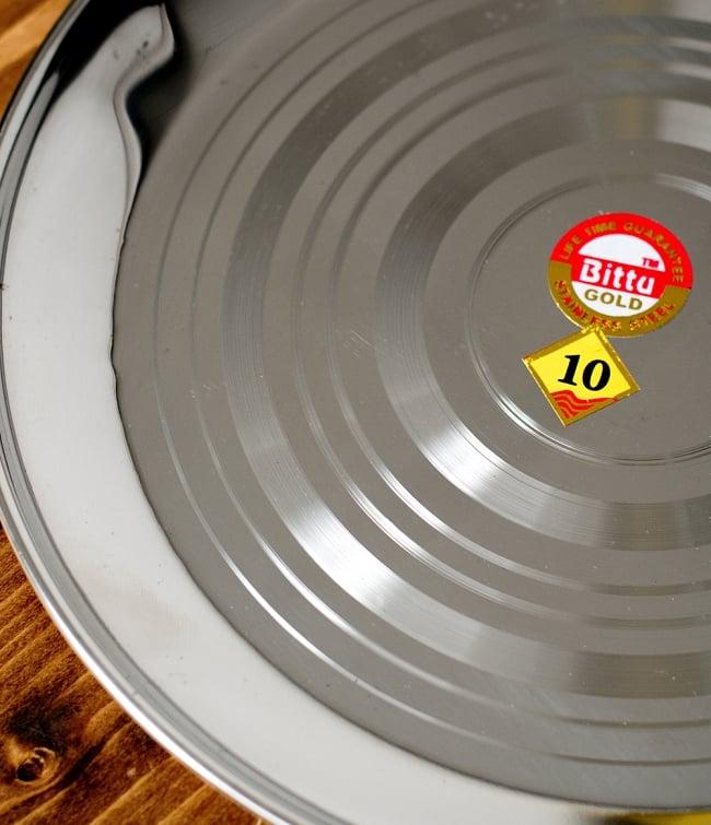 カレー皿 [約23.5cm] - 重ね収納ができるタイプの写真3 - 線が見る角度によって光り綺麗です