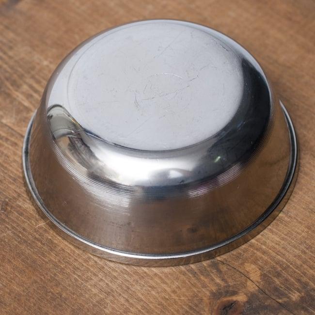重ねられるカレー小皿 アチャールカトリ(約6.5cm×約2.3cm) 3 - 裏面の様子です。
