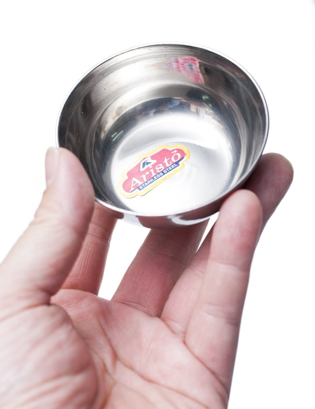 重ねられるカレー小皿 ダヒカトリ(約7.3cm×約2.7cm) 5 - 手に取るとこれくらいの大きさです。