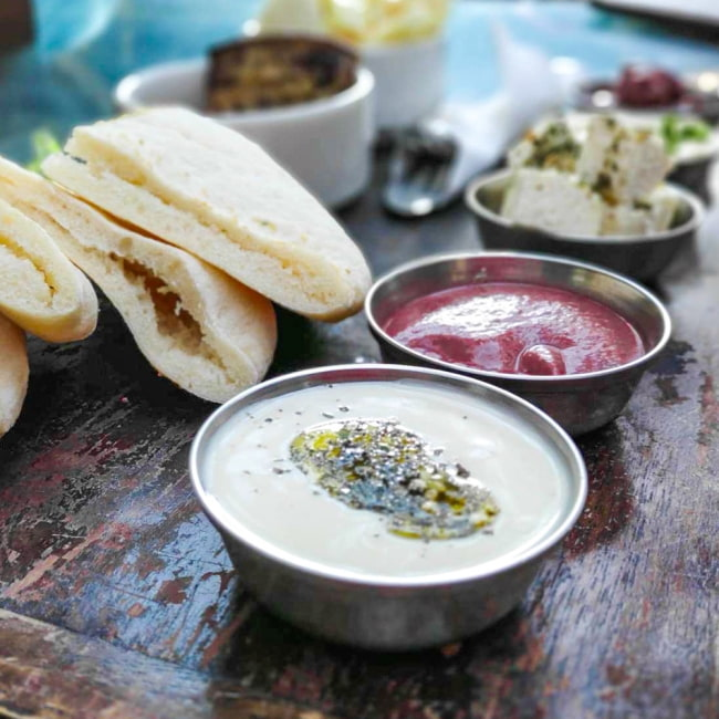 重ねられるカレー小皿 サブジカトリ(約7.8cm×約3cm) 8 - インド料理以外にも使いみちは様々。日々の食卓を美しく演出してくれます。
