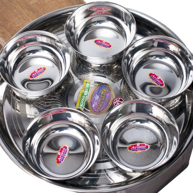 重ねられるカレー小皿 マサラカトリ(約9.7cm×約4cm)の写真7 - 直径29cmのカレー大皿に並べて見た様子です。