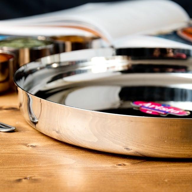 カレー大皿 [27.5cm]-重ね収納ができるタイプ 4 - 縁の部分の様子です。重ね収納ができるので場所を取りづらく、便利です。