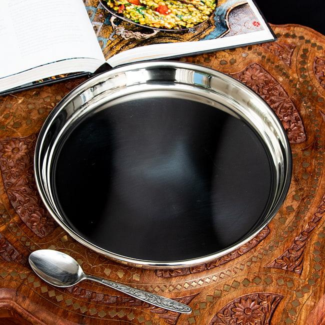 カレー大皿 [28.5cm]-重ね収納ができるタイプの写真