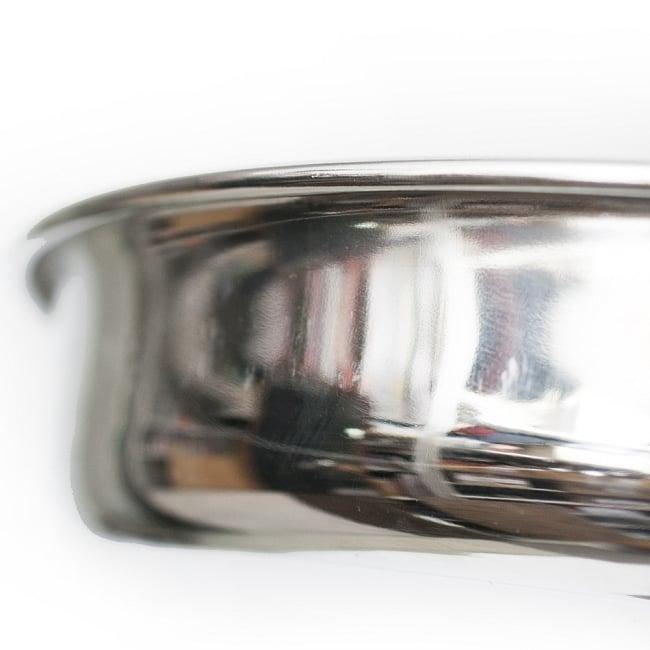 カレー大皿 [30.5cm]-重ね収納ができるタイプの写真2 - 縁の部分の様子です。重ね収納ができるので場所を取りづらく、便利です。