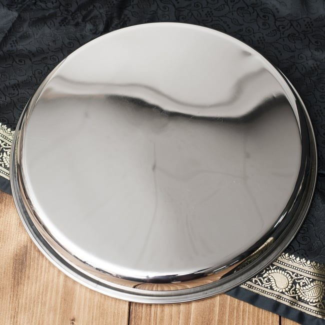 カレー大皿 [30.5cm]-重ね収納ができるタイプの写真4 - 裏面もシンプルで潔い感じです。