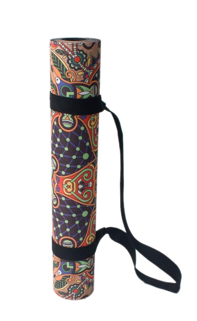 (天然ゴム)高品質エスニックヨガマット4mm - ブラウンマンダラ 7 - 持ち歩きに便利なストラップが付きます