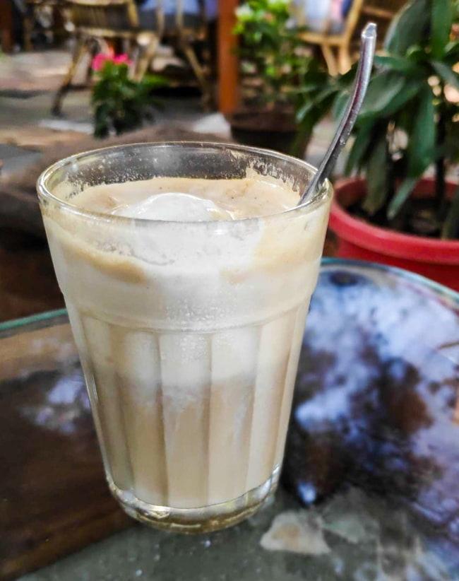 インドのチャイカップ[高さ:約9cm 直径:約6cm 約:120ml] 5 - コーディネート例です。テーブル周りがおしゃれになるアイテムです。
