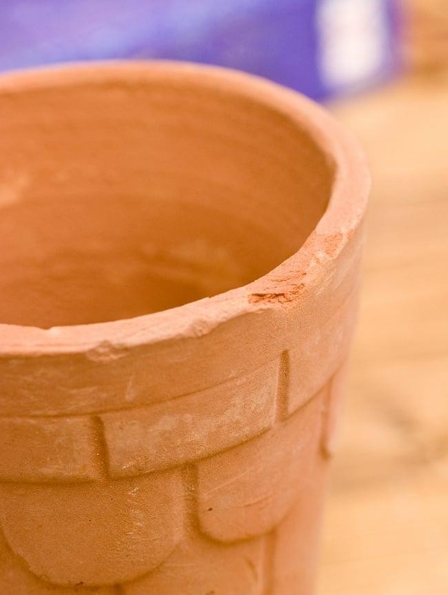[限定入荷]インドの素焼きラッシーカップ [直径7.5cm程度 高さ:12.5cm程度] 4 - この程度の欠けがございます。