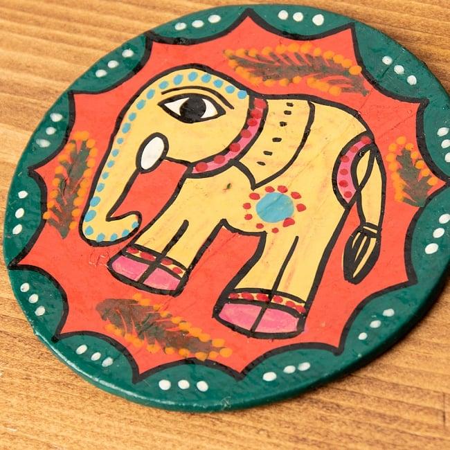 〔丸型〕 ミティラー画のコースター - 黄色象さん 2 - 拡大写真です。ひとつひとつ描いているので、細かい点が若干異なる場合がございます。