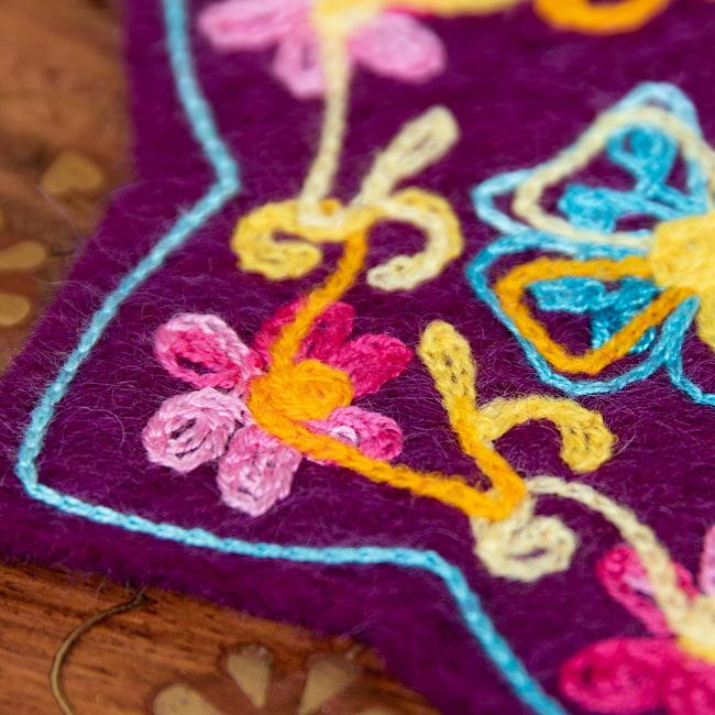 フェルトの花柄コースター 【濃紫】 3 - 刺繍をアップにしてみました。