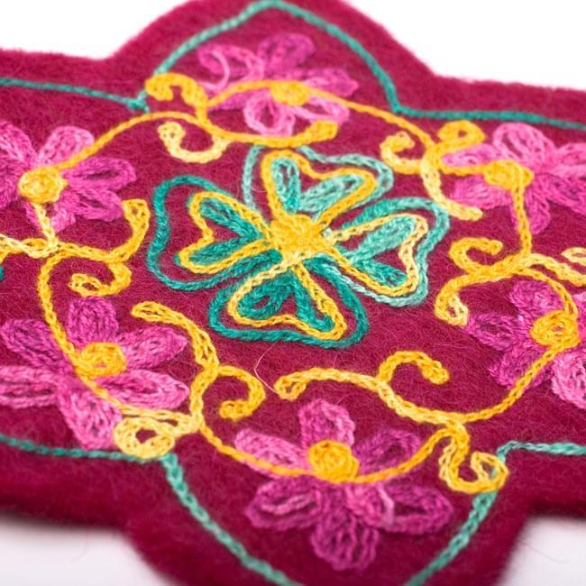 フェルトの花柄コースター 【ワイン】 3 - 刺繍をアップにしてみました。
