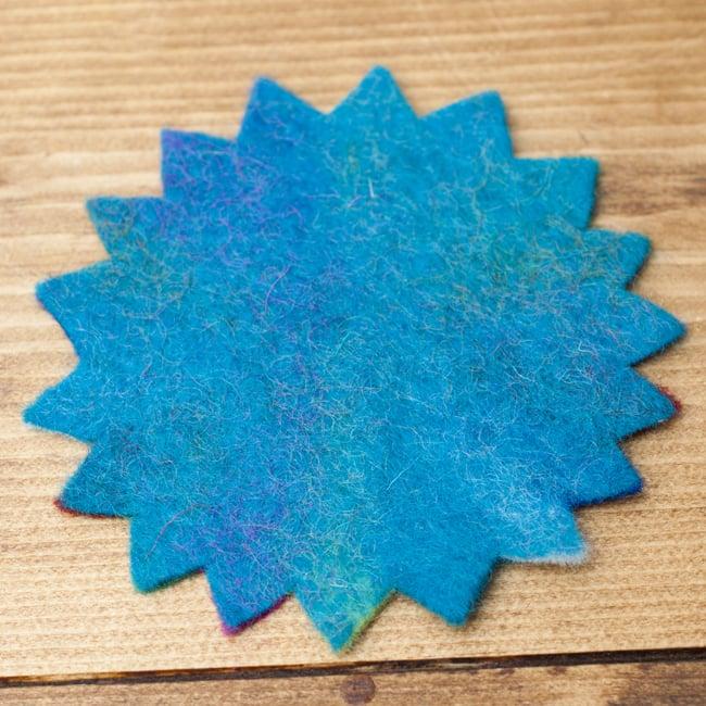 ネパールのフェルトコースター【青緑】 3 - 裏面は無地でシンプルです。こちら側で使っても良いかも◎