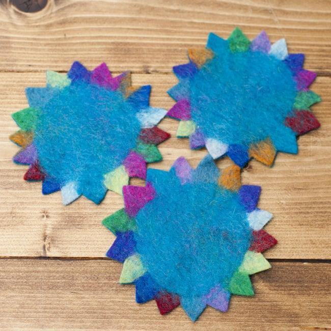 ネパールのフェルトコースター【青緑】 4 - 手作りのため、カラーパターンや厚みなどは商品により多少異なります。