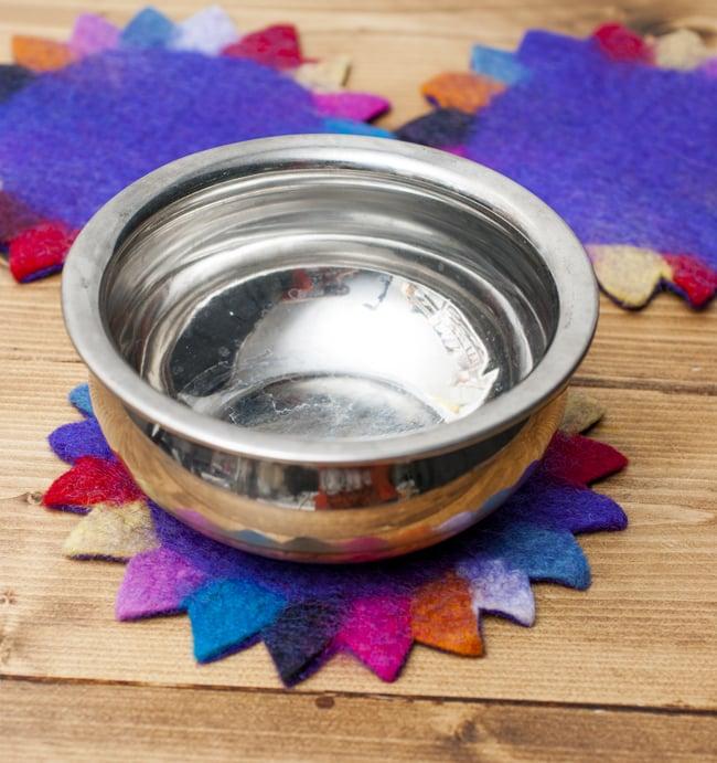 【鍋敷きサイズ】ネパールのフェルトコースター【むらさき】 5 - インドの鍋、「ハンディ」を置いてみました。食卓が賑やかになりますね。