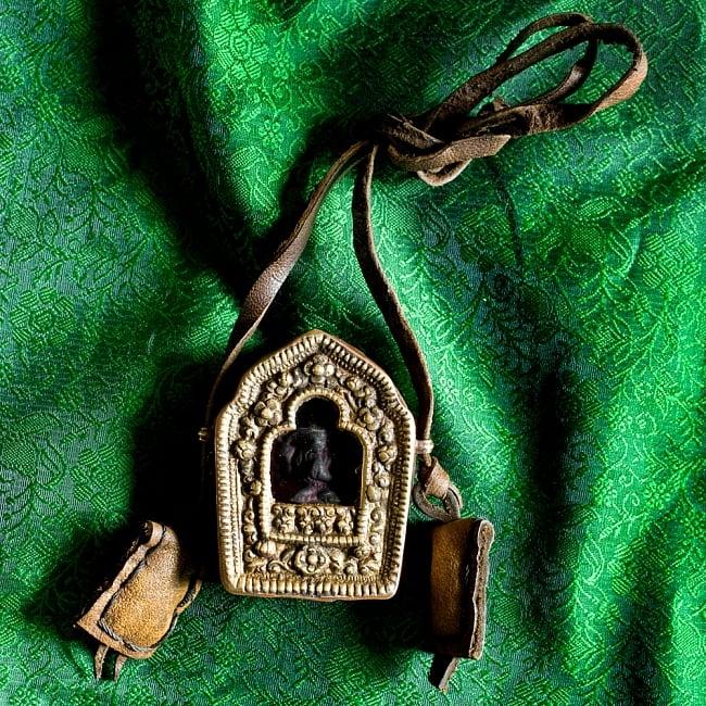 持ち運びができるチベット仏教の仏壇 ガウ(小)の写真