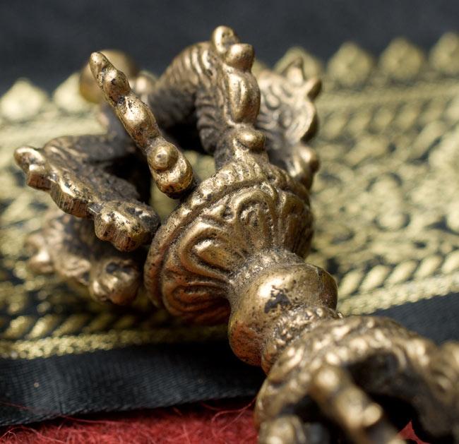 ドルジェ(ヴァジュラ・金剛杵) - 九鈷杵 5 - 持ち手の部分にも装飾があります