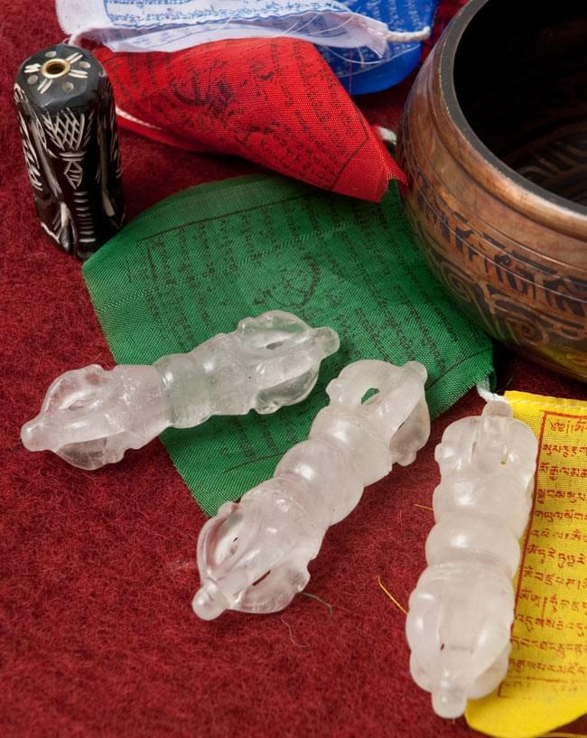 水晶のドルジェ(ヴァジュラ・金剛杵)[9cm] 4 - チベット関係の商品と一緒に撮影しました