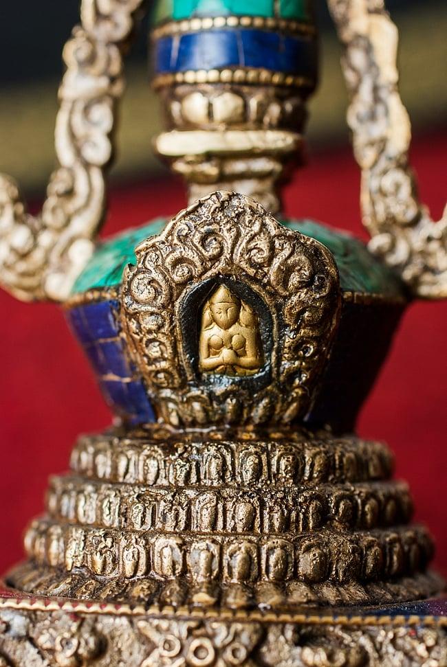 ストゥーパ - 緑青石仕上げ - 17cm 3 - 小さいながら仏陀の装飾があしらわれています。