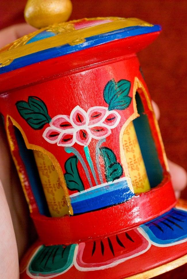 カラフル卓上マニ車[横幅9cmx高さ12cm] 3 - 蓮の花の絵柄です、ソフトなタッチで描かれています。