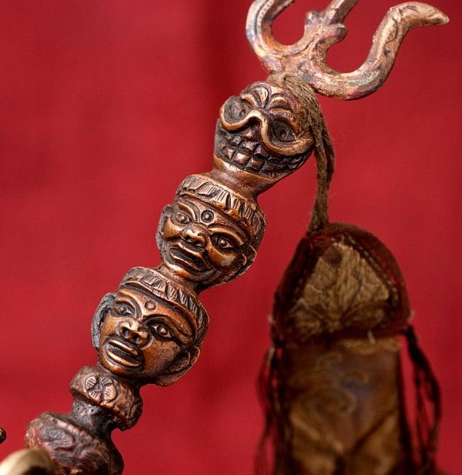 タントラの神々が持っている杖(ガドゥヴァーンガ) 【約62cm】 3 - 持ちての部分を拡大しました