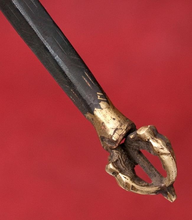 タントラの神々が持っている杖(ガドゥヴァーンガ) 【約62cm】 7 - 先端部分にもドルジェがあります