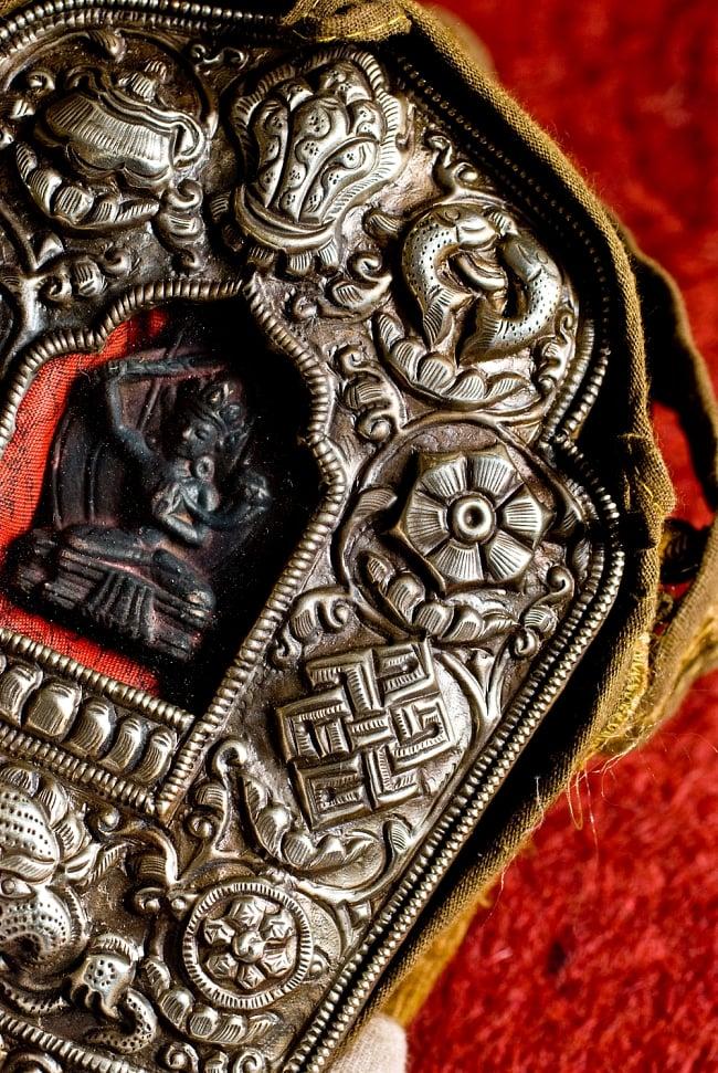 持ち運びができるチベット仏教の仏壇 ガウ(大) 5 - 八吉祥の紋様です。よく造られています。
