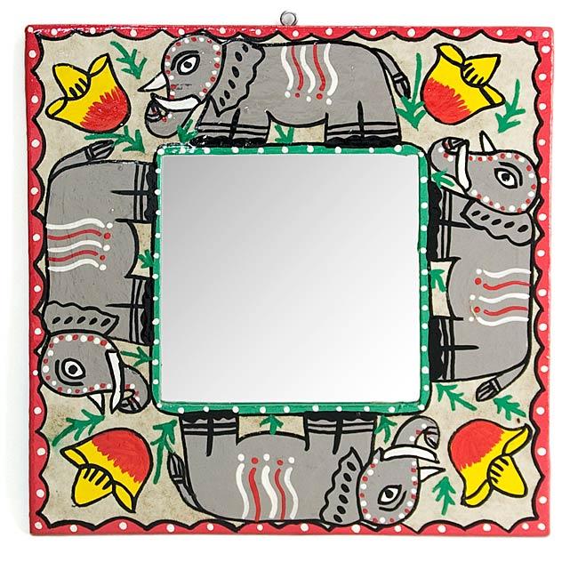 ミティラー画の壁掛け鏡 (四角型25.5x25.5cm)の写真