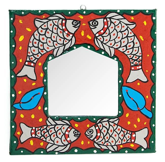 ミティラー画の壁掛け鏡 (四角型20.5x20.5cm)の写真
