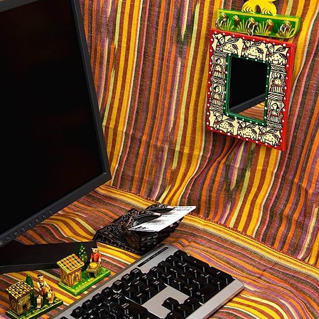 ミティラー画の壁掛け鏡 (四角型15x12.5cm)の写真4 - お部屋のアクセントにぴったり!