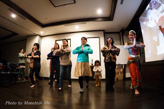 Sangeet Mela TOKYO2014 - インド古典音楽&舞踊オールナイトフェスティバル -の写真4 - 無料のワークショップがたくさん! これはインド舞踊のワークショップです