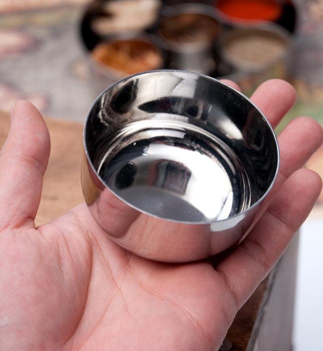 【5点セット!】カレー小皿(約7.5cm×約4cm)の写真7 - サイズを感じていただく為、手に持ってみたところです。