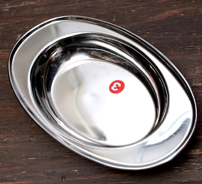 インドのステンレス製 オーバルプレート3点セットの写真4 - 一番多きなサイズのお皿です